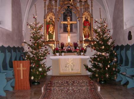 herrlich geschmückter Altar